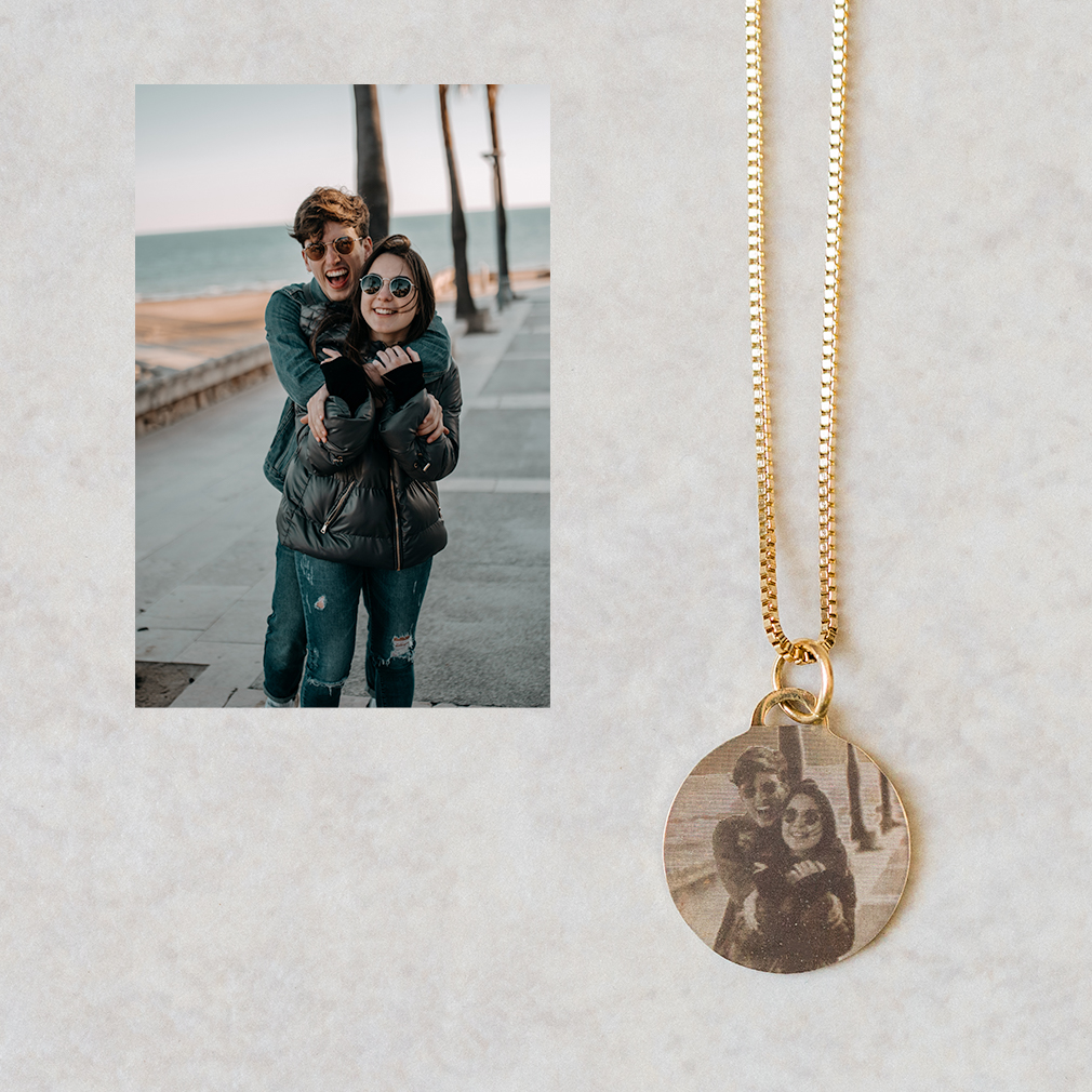 Circle Pendant Necklace - Engraved Couple Gold